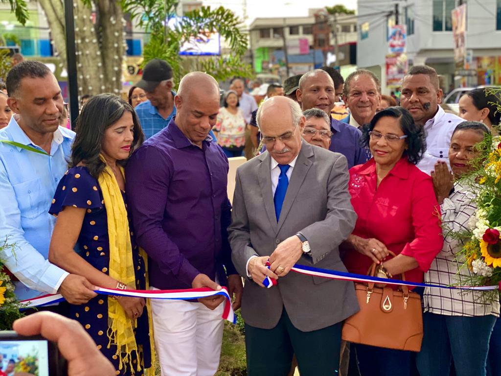 Alcalde del Municipio de Mao, Dr. Odalis Rodríguez Inaugura parque Juan Pablo Duarte